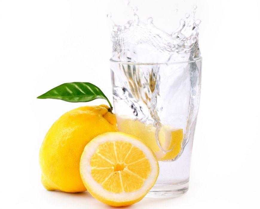 Propiedades del agua con limon en ayunas